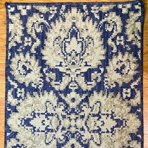 ACCENT rug 20 X 34 inches